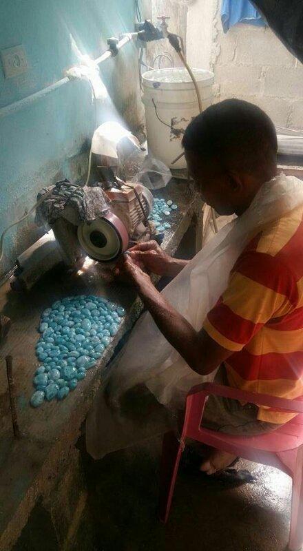 10月よりラリマー ドミニカ共和国産 卸販売を開始致します。